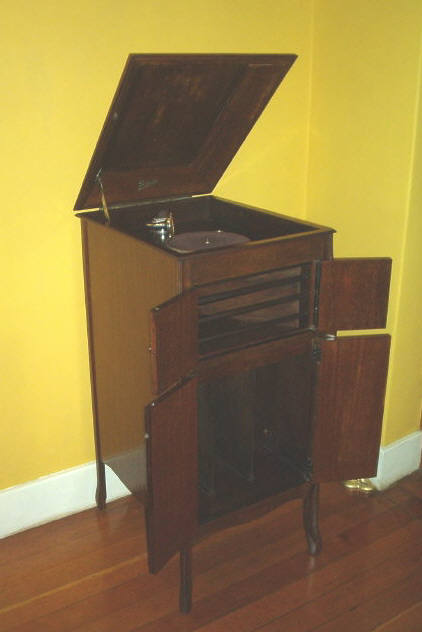 Grandpa's wind-up gramophone looked like this