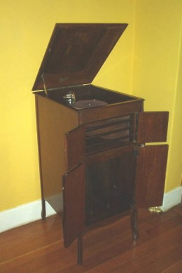 Grandpa's gramophone looked like this
