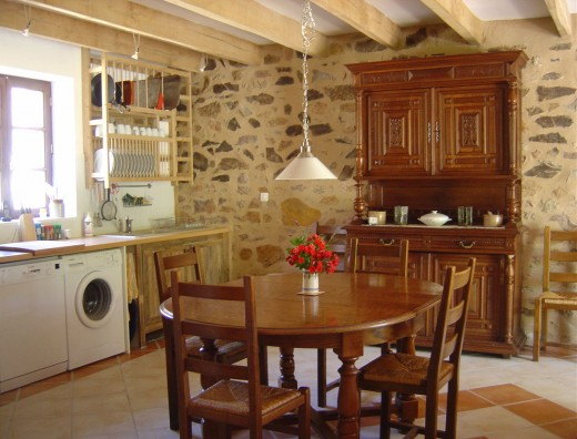 Gite: kitchen and dining area