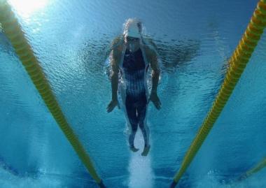 Capture great underwater action shots with Vivitar ViviCam 8400.