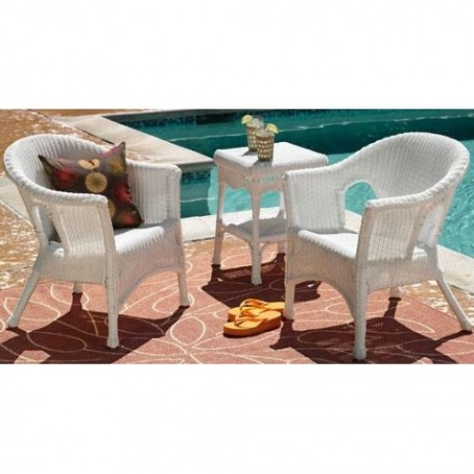 White wicker furniture can be used with any type of setting outdoors.