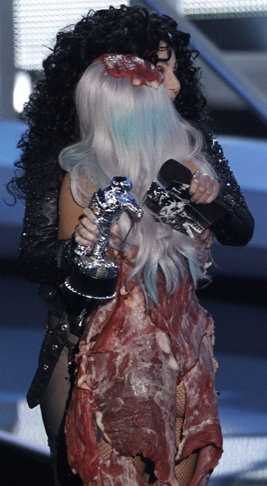 The songstress hugs Cher at 2010 VMAs.
