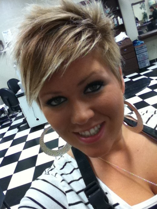 Cute style and darling personality, Andrea will make your beauty treatment a fun experience.
