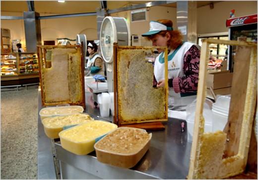 Making honey at Kuznechny Market