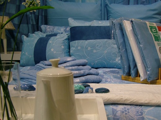 Anyone can sleep like a king in a king comforter set.