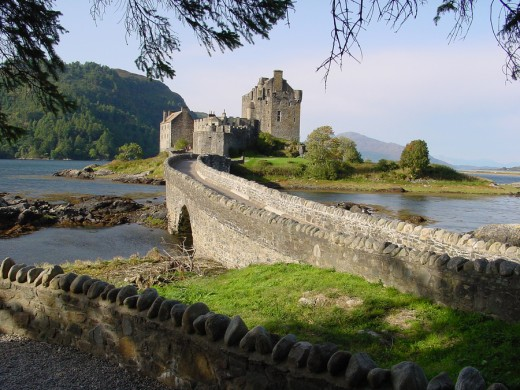 Eilean Donan Castle, Scotland. From pixdaus.com (Posted by starboardside)