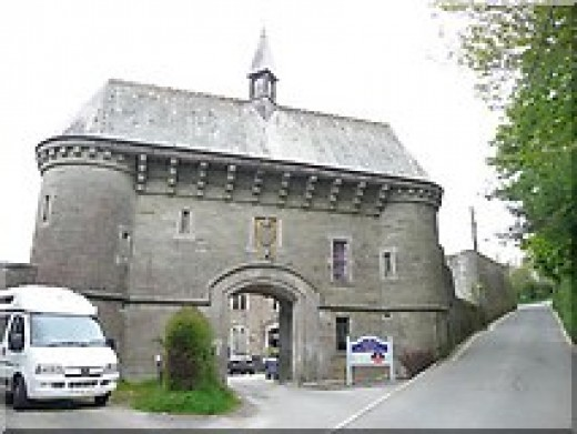 Haunted Places in Cornwall: Bodmin Jail Gatehouse .  CC-SA-2