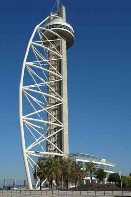 Vasca Da Gama Tower, situated at the North end of the park. Source: Wikipedia Commons