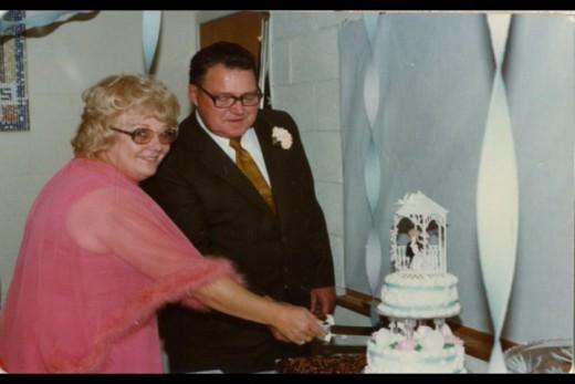 Mom and Hank cutting their wedding cake