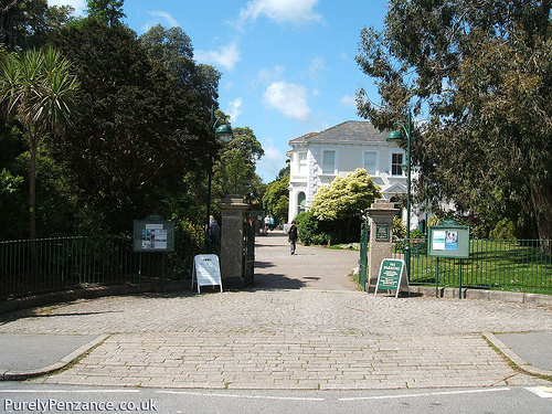 Penlee Park Entrance.   Photo by: Purely Penzance.   http://www.flickr.com/photos/29152220@N05/2726334460/