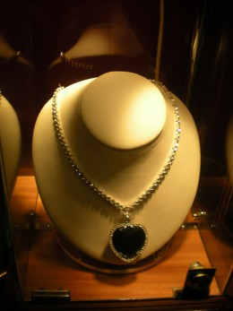 Necklace as worn by Kate Winslet in the film Titanic.    Photo by: Ben Sutherland.