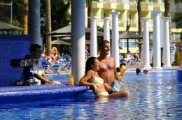 the pool bar at Hotel Sol Pelicanos