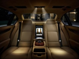 The rear seats. 7 series.