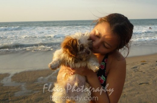 My friend Hannah of FlairCandy.com kisses her dog while having a vacation in San Juan, La Union PH