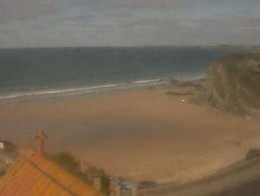 Newquay Webcams and Surf Webcams in Newquay.  Surfers Hotel, Narrowcliff - Tolcarne Beach Webcam.