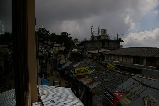 A pic displaying money exchange shop and Aircel and Idea Recharge coupon shops in Mcleodganj