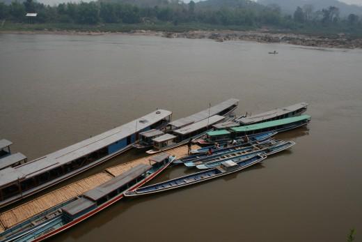 Landing pier at Pak Ou