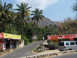 On the way from Cochin to Munnar.