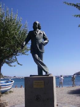 Salvador Dali statue