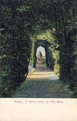 """St Peter's seen through the famous """"Keyhole"""" in the garden of the Villa Malta."""