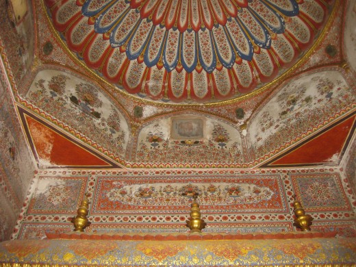Paintings in Gumbaz and wall of Amber Jain temple