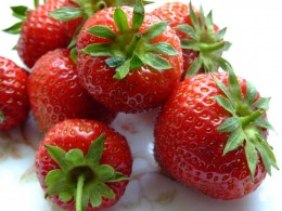 Whiten your teeth with strawberries