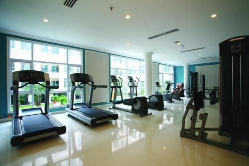 Fitness center - It's good for cardio-workouts but not great for muscle
