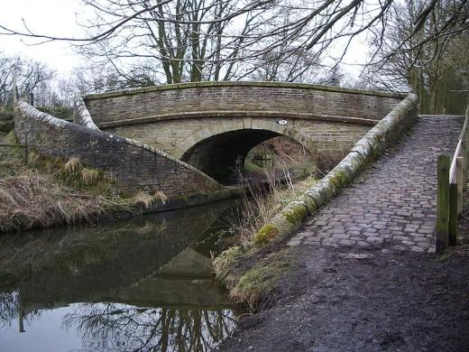 Example of a Roving Bridge - Bridge 29 on The Msckie
