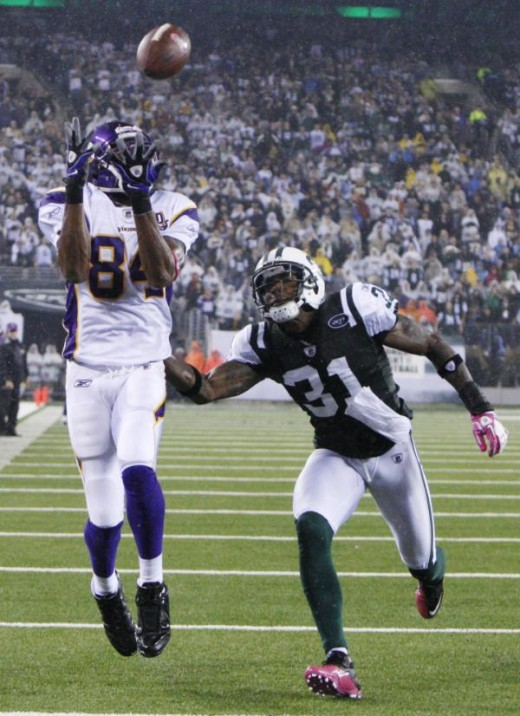 Minnesota Vikings' Randy Moss catches a touchdown pass while covered by New York Jets' Antonio Cromartie during the third quarter of an NFL football game Monday, Oct. 11, 2010, in East Rutherford, N.J. (AP Photo/Seth Wenig)