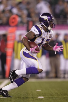 *      Minnesota Vikings wide receiver Percy Harvin (12) returns a kickoff during the first quarter of an NFL football game between the Minnesota Vikings and the New York Jets Monday, Oct. 11, 2010, in East Rutherford, N.J. (AP Photo/Kathy Will)