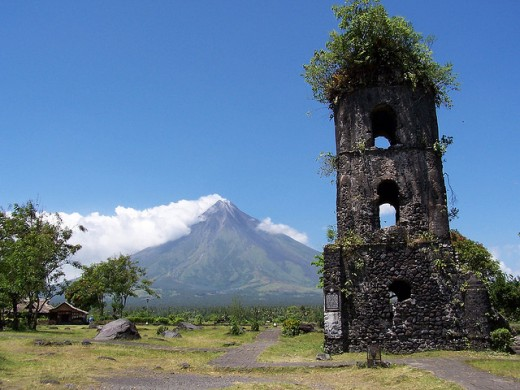 Cagsawa Church, Albay (image requires attribution)