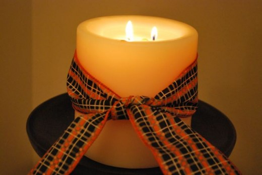 Candles can be decorated with non-flammable ribbons