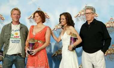 The actors of the Breakfast Club in 2005 being recognized with the Silver Bucked of Excellence award for the movie.