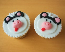 How to Make and Decorate Cow Cupcakes - Cupcake Decorating