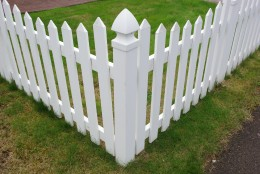 Vinyl Fence looks goot at first glance, but look closer...