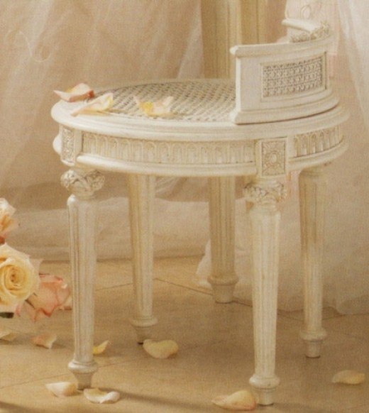 Emma Treasure Vanity Bench - isn't it lovely?