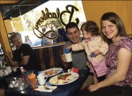 5 Helpful Tips When Eating Out With The Kids