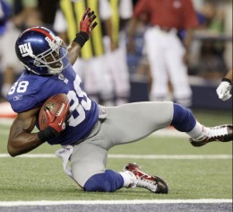 New York Giants wide receiver Hakeem Nicks makes a reception for a touchdown against the Dallas Cowboys during the first half of an NFL football game Monday, Oct. 25, 2010, in Arlington, Texas. (AP Photo/LM Otero)