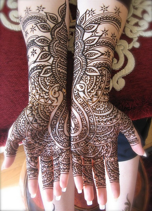 Artistically drawn mehndi design