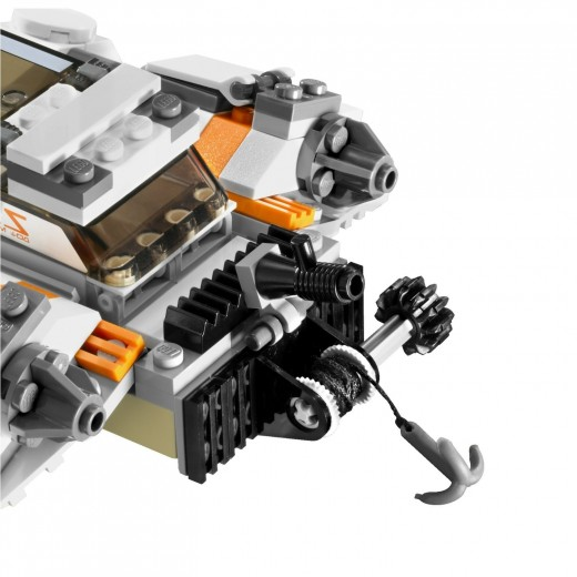 LEGO Star Wars: 8089 Hoth Wampa Cave - laser wince at the rear of the Snowspeeder
