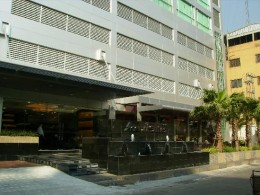 Front entrance of Adelphi Suites on Sukhumvit Soi 8