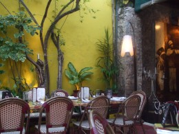 Warm, pleasant evenings in the Yucatan allow open air restaurants to flourish.
