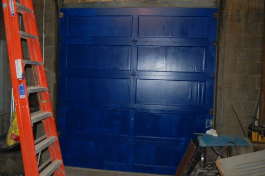 Rainy day at work, so I continued my 'renovation' of the warehouse at work by putting the first coat of paint on one of our doors.