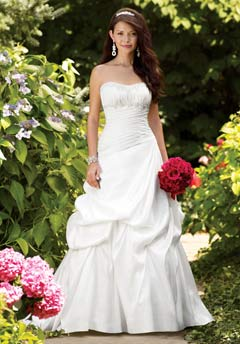 Brunettes with darker skin tones look great in white. (Photo: Alfred Angelo)