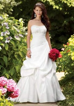 Should YOU Wear an Ivory Wedding Gown?