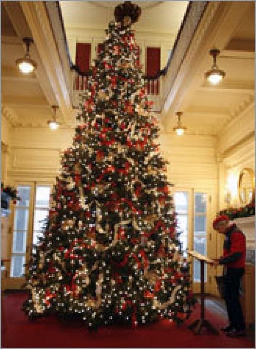 Elegant christmas tree decorating themes - photo#47