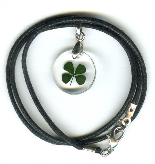 Four Leaf Clover Necklace ( round )