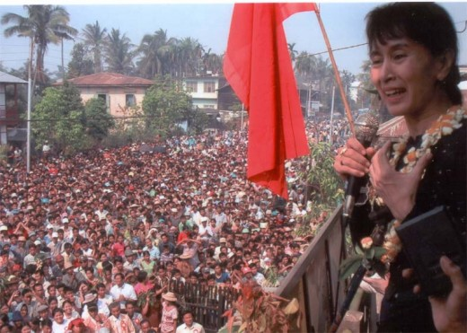 Suu Kyi addressing a gathering