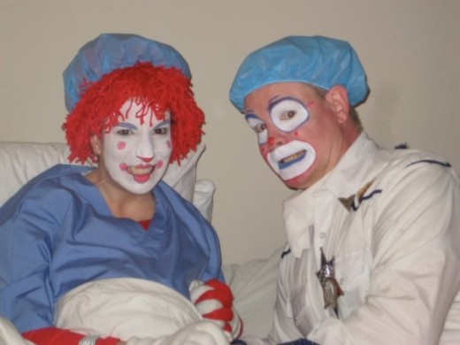 Lisa Clumeck (Mrs. Clown), Sean Kinney (Howdy Clown)