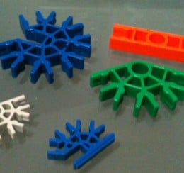 A few standard K'Nex Pieces